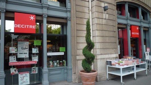 Devanture Librairie Decitre Grenoble