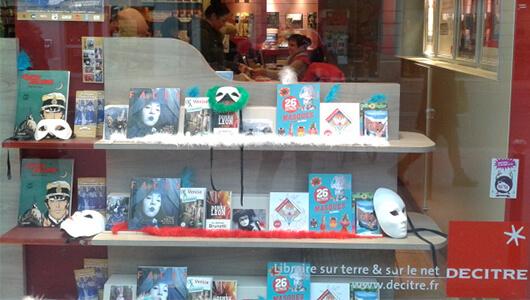 Vitrine de la librairie Decitre Annecy